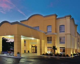 La Quinta Inn & Suites by Wyndham Florence - Florence - Building