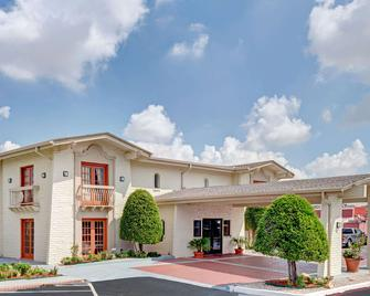 Travelodge by Wyndham North Richland Hills/Dallas/Ft Worth - North Richland Hills - Gebäude