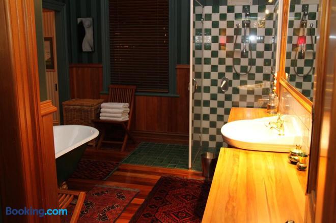 Villa Rouge B&B - Invercargill - Bathroom