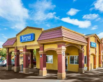 Rodeway Inn & Suites Corona - Corona - Building