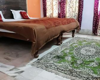 Hotel Plaza Khajuraho - Khajurāho - Bedroom