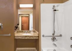Microtel Inn & Suites by Wyndham Midland - Midland - Kylpyhuone