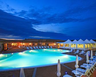 Hotel Borgo dei Pescatori - Aglientu - Pool