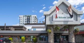 Sandman Hotel & Suites Kelowna - คีโลว์นา