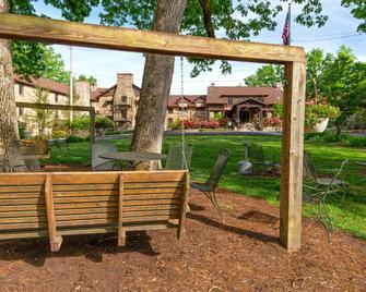 Cumberland Falls State Resort Park - Corbin - Innenhof