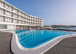 卡洛斯三世酒店- 只招待成人 - 埃斯卡斯特利 - 埃斯卡斯特利 - 游泳池