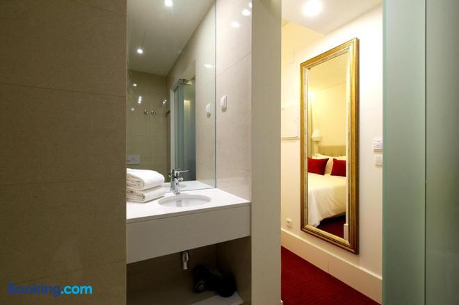 Hotel Lis - Baixa - Lisbon - Bathroom