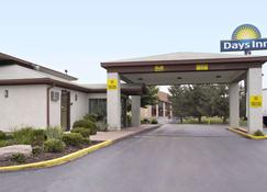 Days Inn by Wyndham Plainfield - Plainfield - Building
