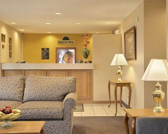 Days Inn by Wyndham Plainfield - Plainfield - Лоббі