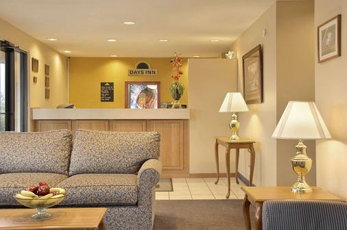 Days Inn by Wyndham Plainfield - Plainfield - Lobby
