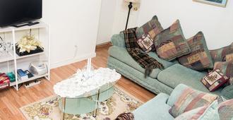 Spacious 2 bedroom apartment unit |4bedsWiFi~Sleeps 1-7 - Brooklyn - Sala