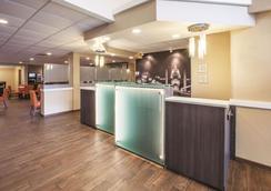La Quinta Inn & Suites by Wyndham Mechanicsburg - Harrisburg - Mechanicsburg - Lobby