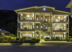 Tropical Hideaway - Beau Vallon - Building