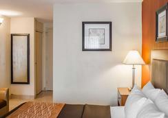 Quality Inn Riverfront - Harrisburg - Bedroom