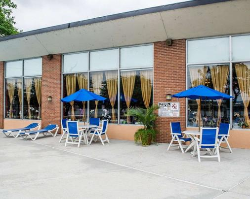 Quality Inn Riverfront - Harrisburg - Patio