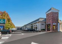 Quality Inn Riverfront - Harrisburg - Edificio