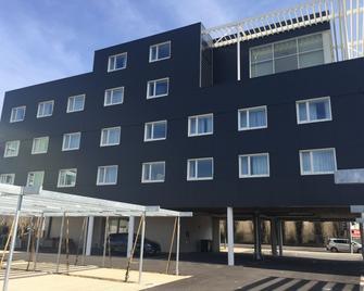 Hotel Les 3 Vallées - Saran - Building
