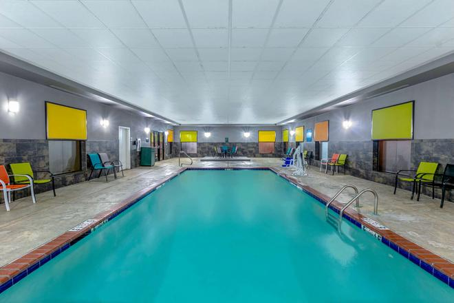La Quinta Inn & Suites by Wyndham Horn Lake / Southaven Area - Horn Lake - Pool