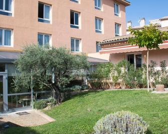 Best Western Hotel Le Sud - Manosque - Gebouw