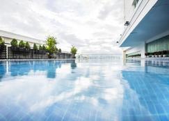 Vinh Trung Plaza Apartments - Hotel - Da Nang - Pool