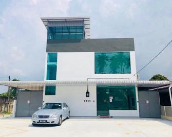 Luna Stay by Yolodge - Kulim - Building