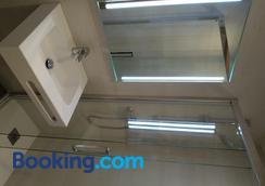Hostal Paris - Barcelona - Bathroom