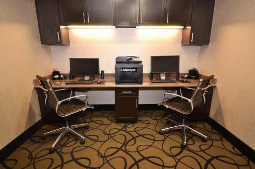 Best Western Plus Classic Inn & Suites - Center - Business centre