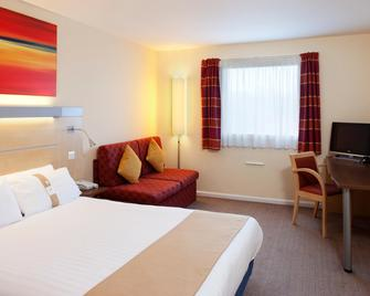 Holiday Inn Express Cardiff Airport - Баррі - Bedroom