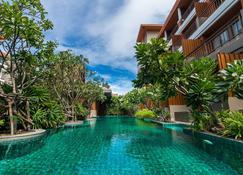โรงแรมไอเรสท์ - หัวหิน - สระว่ายน้ำ