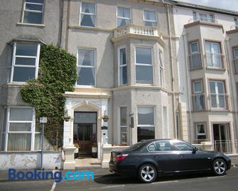 Ashlea House - Portrush - Building