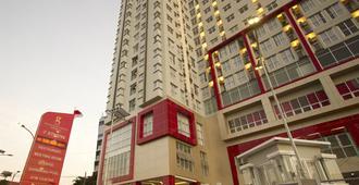 Hotel Gunawangsa Merr - סוראבאיה