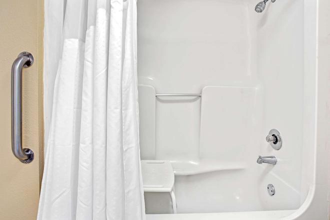 Super 8 by Wyndham Kissimmee/Maingate/Orlando Area - Kissimmee - Salle de bain