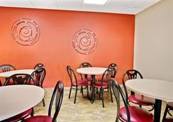 Super 8 by Wyndham Kissimmee/Maingate/Orlando Area - Kissimmee - Restaurant
