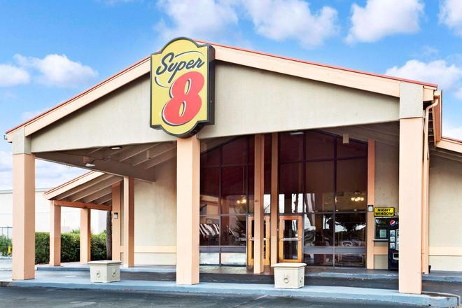 Super 8 by Wyndham Kissimmee/Maingate/Orlando Area - Kissimmee - Bâtiment