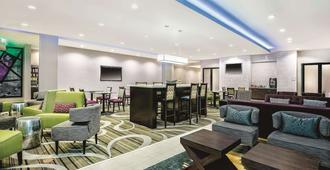 La Quinta Inn & Suites by Wyndham McAllen Convention Center - McAllen - Restaurant