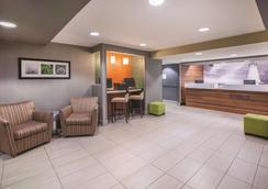 La Quinta Inn & Suites by Wyndham Erie - Erie - Lobby