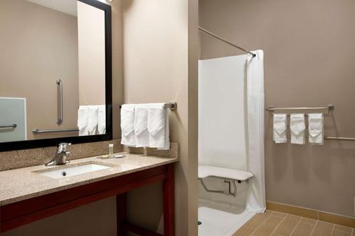 Super 8 by Wyndham Hershey - Hershey - Bathroom