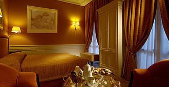 Hotel Corona d'Oro - Bologna - Bedroom