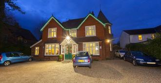 Gatwick Turret Guest House - Horley - Building