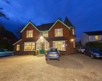 Gatwick Turret Guest House - Horley - Byggnad
