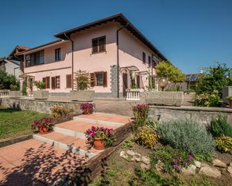 Villa Rosy B&B - Oleggio Castello - Building