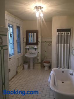The Inn at Centre Park - Reading - Bathroom