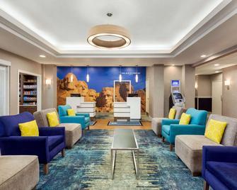 La Quinta Inn & Suites by Wyndham Rapid City - Рапід-Сіті - Лаунж