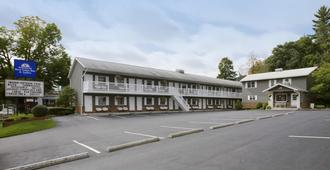 Americas Best Value Inn & Suites Lake George - Lake George - Κτίριο