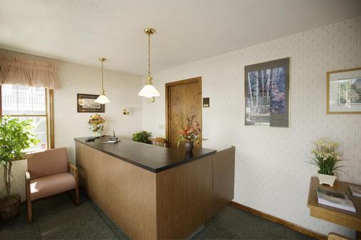 Americas Best Value Inn & Suites Lake George - Lake George - Front desk