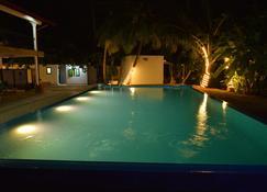 Abundia - Galle - Pool