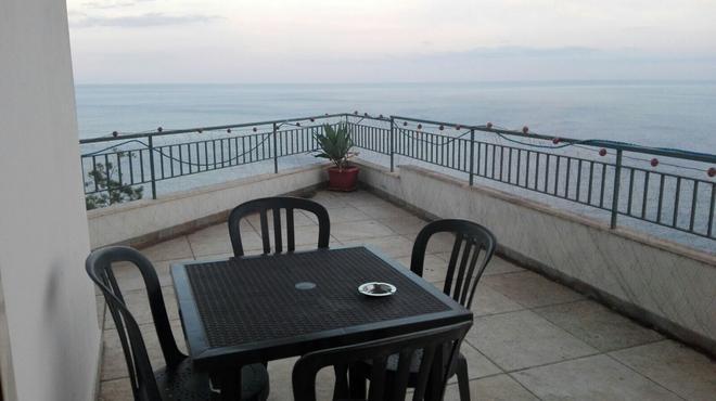 La Nave Sul Mare DI Taormina B&b - Letojanni - Balcony