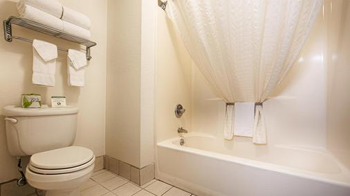 Best Western Plus Orange County Airport North - Santa Ana - Bathroom