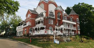 Niagara Grandview Manor - Niagara Falls - Building