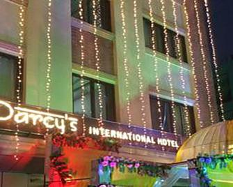 Darcys International Hotel - Butwāl - Building